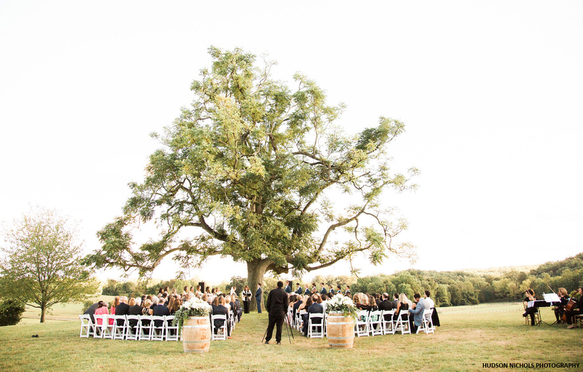Outdoor wedding ceremony at Radnor Hunt