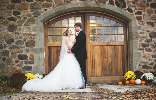 Bride and groom in front of door at Radnor Hunt