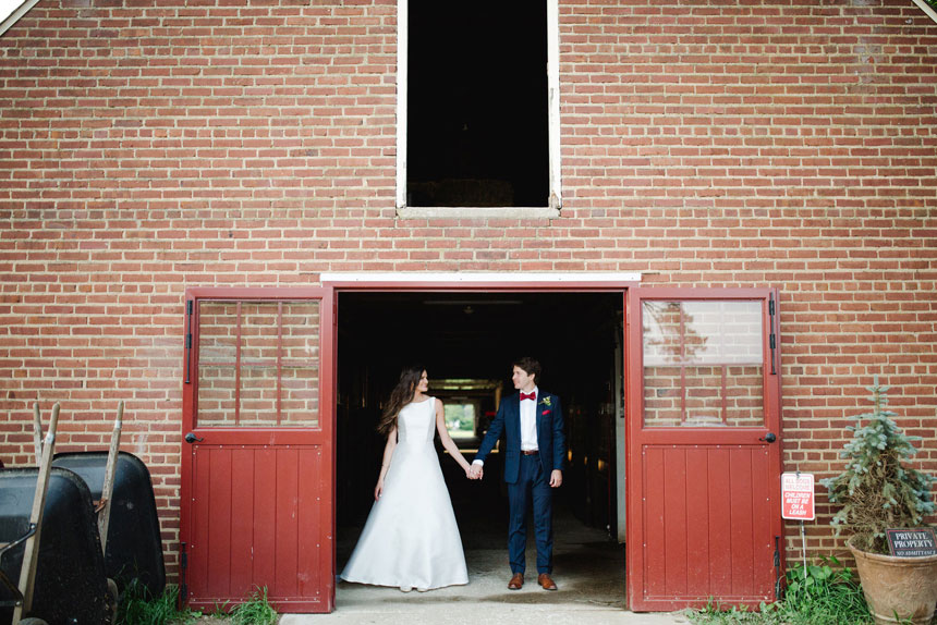 Red Barn Bride and Groom Photo Opportunity